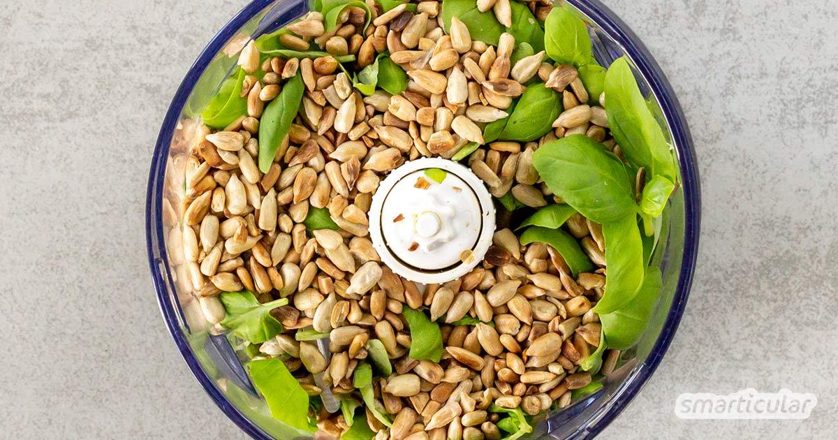 """""""Pesto light"""" mit Bohnenwasser ist eine köstliche, kalorienarme Alternative zu herkömmlichem Pesto mit Öl. Das Pesto ohne Öl lässt sich unkompliziert selber machen."""