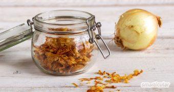 Röstzwiebeln selber zu machen, ist nicht schwer! Zudem schmecken sie viel besser und kommen ganz ohne fragwürdige Zusatzstoffe und Plastikverpackung aus.