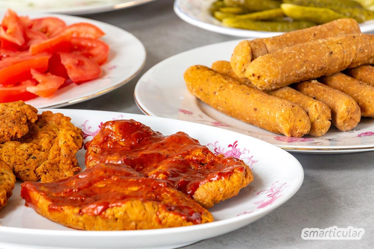 Vegane Würstchen lassen sich einfach selber machen mit Seitan und Kichererbsen - viel besser und günstiger als in Plastik verpackte vegane Bratwurst aus dem Supermarkt.