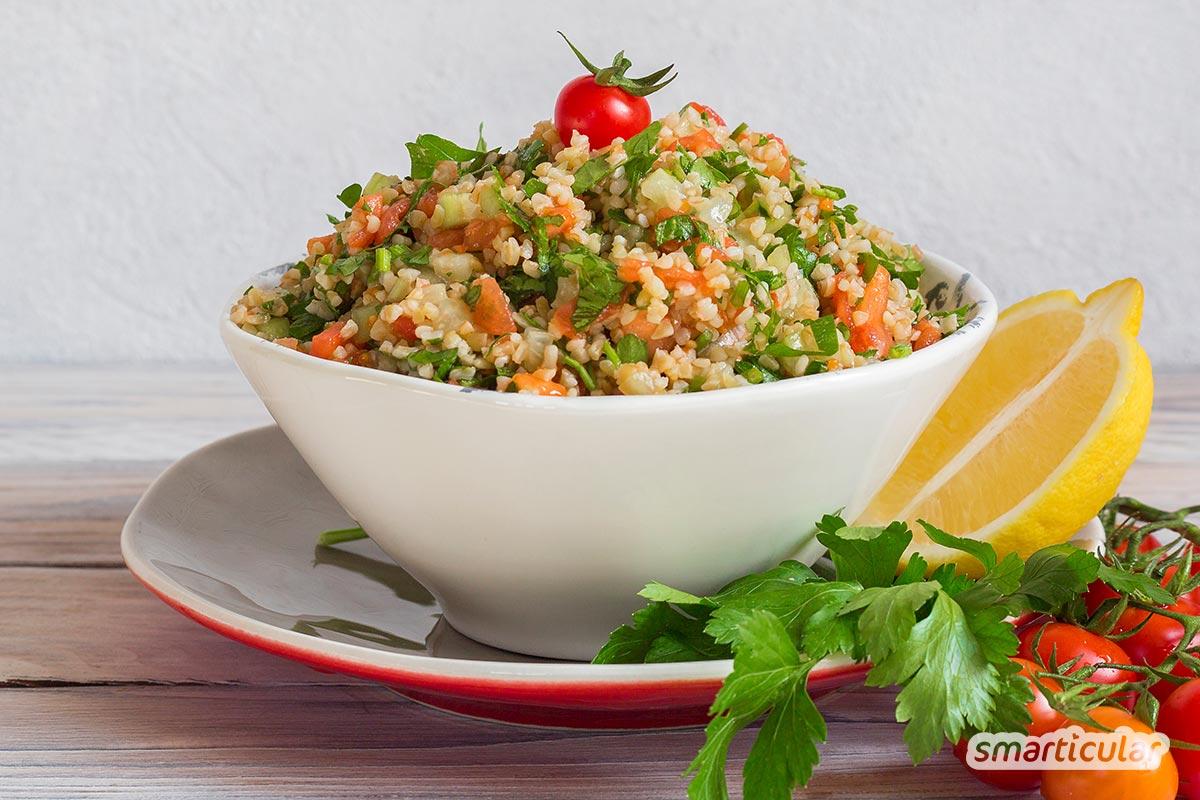 Statt bei deiner nächsten Grillparty Kartoffelsalat zu servieren, probiere doch mal eines dieser köstlichen Rezepte für ungewöhnliche Salate zum Grillen aus!