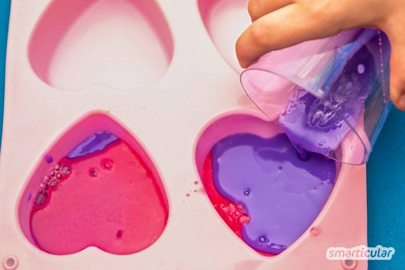 Seifenreste verwerten statt wegwerfen! Mit diesen Tipps kannst du auch kleine Seifenstücke restlos verbrauchen. Das schont den Geldbeutel und die Umwelt.