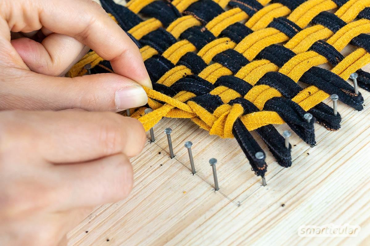 Alte Socken können zu Waschlappen, Topfuntersetzern oder Küchenschwämmen werden. Hier gibt's die DIY-Anleitung für einen Tawashi-Schwamm!