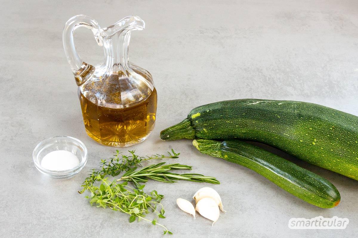 Zucchini süß-sauer, eingelegt in Öl oder fermentiert in Salzlake - jede dieser Methoden, das Gemüse haltbar zu machen, hat ihre Anhänger und alle schmecken würzig-lecker!