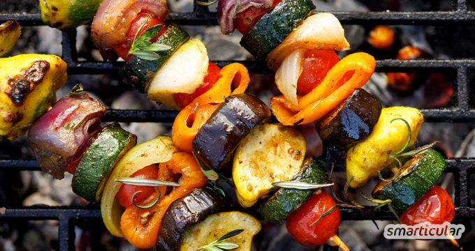 Gegrillte Gemüsespieße sind eine schmackhafte Alternative und Beilage zu Steaks, Würstchen und Co. - mit passenden Gemüsesorten und Zubereitungstipps!