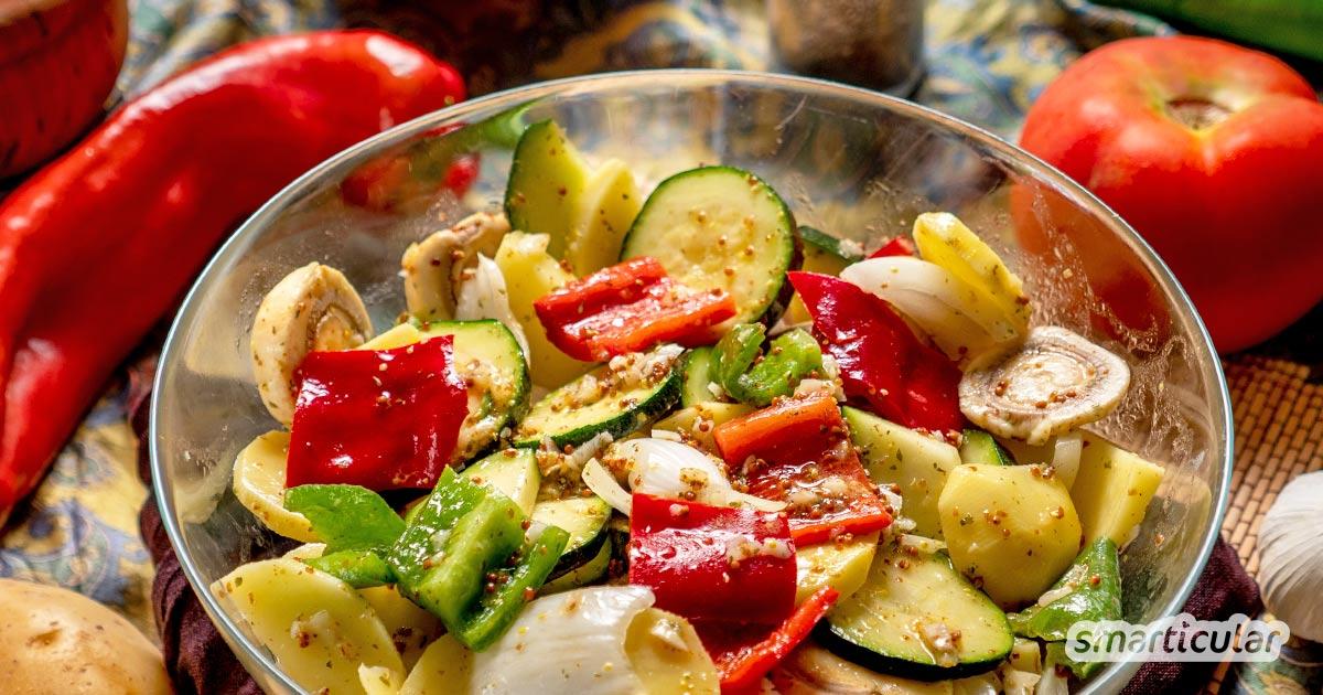 Mit diesen einfachen Rezepten für aromatische Marinade lässt sich buntes Grillgemüse marinieren. Auch veganes Steak oder Grillfleisch schmecken damit noch besser.