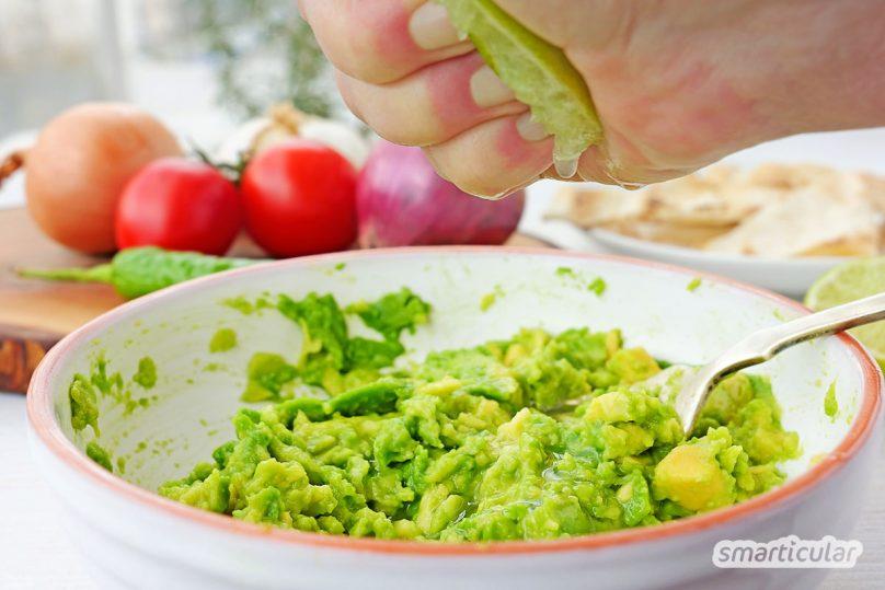 Guacamole, der gesunde, klassische Avocado-Dip, schmeckt frisch zubereitet einfach am besten! Im Nu kann man die Guacamole einfach selber machen.