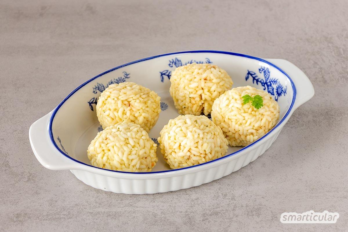 Arancini selber zu machen, gelingt mit diesem Rezept garantiert! Die gefüllten Reisbällchen zur cleveren Resteverwertung schmecken frittiert, gebacken oder gegrillt.