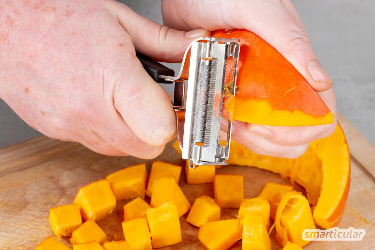 Kürbispüree ist schnell und einfach selbst gemacht! Es bildet die Basis für köstliche Aufstriche, Soßen, Suppen und für Gebäck und schmeckt pur als Beilage.