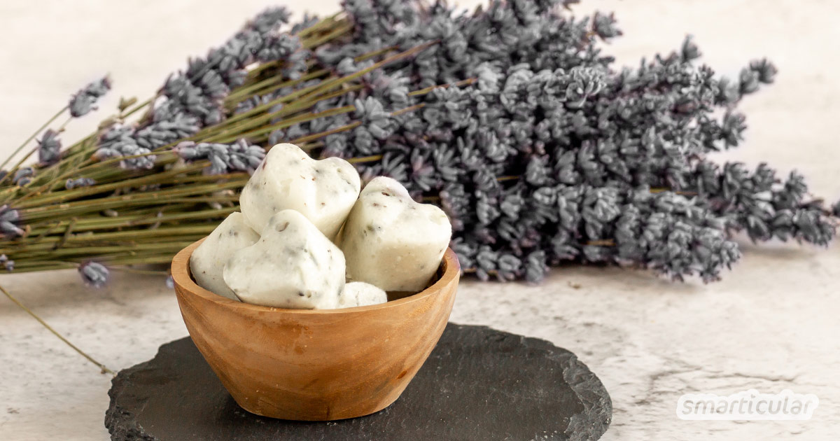 Duftende Badepralinen mit Lavendel sind schnell selbst gemacht und sorgen für ein angenehm entspannendes Badeerlebnis - für dich oder als kleines Geschenk für deine Liebsten.