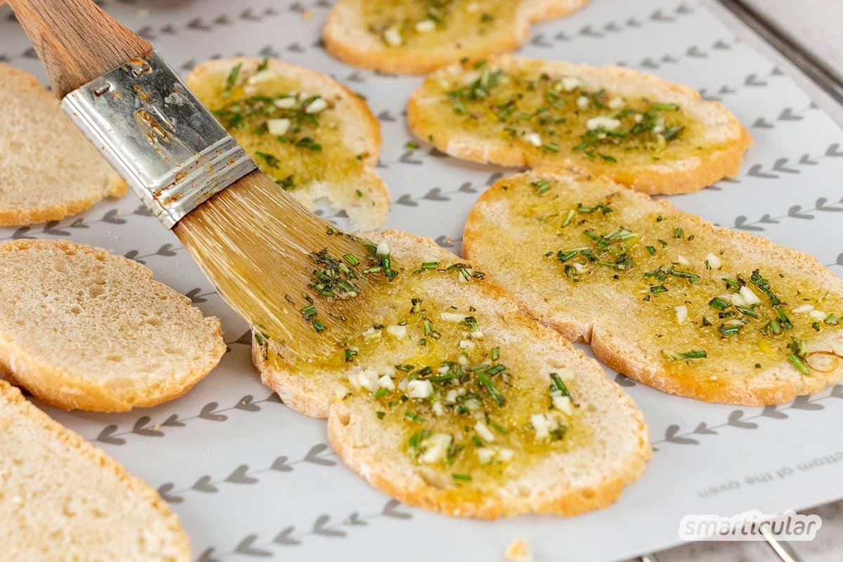 Brotchips selber zu machen, gelingt dank individueller Zutaten ganz nach eigenem Geschmack und Vorlieben: vegan, glutenfrei, aus Vollkorn und vielem mehr.