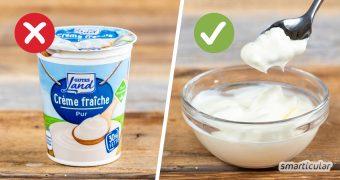 Crème fraîche ist ein praktischer Küchenhelfer. Wenn du auf Plastikverpackungen lieber verzichten möchtest, kannst du Crème fraîche leicht selber machen.