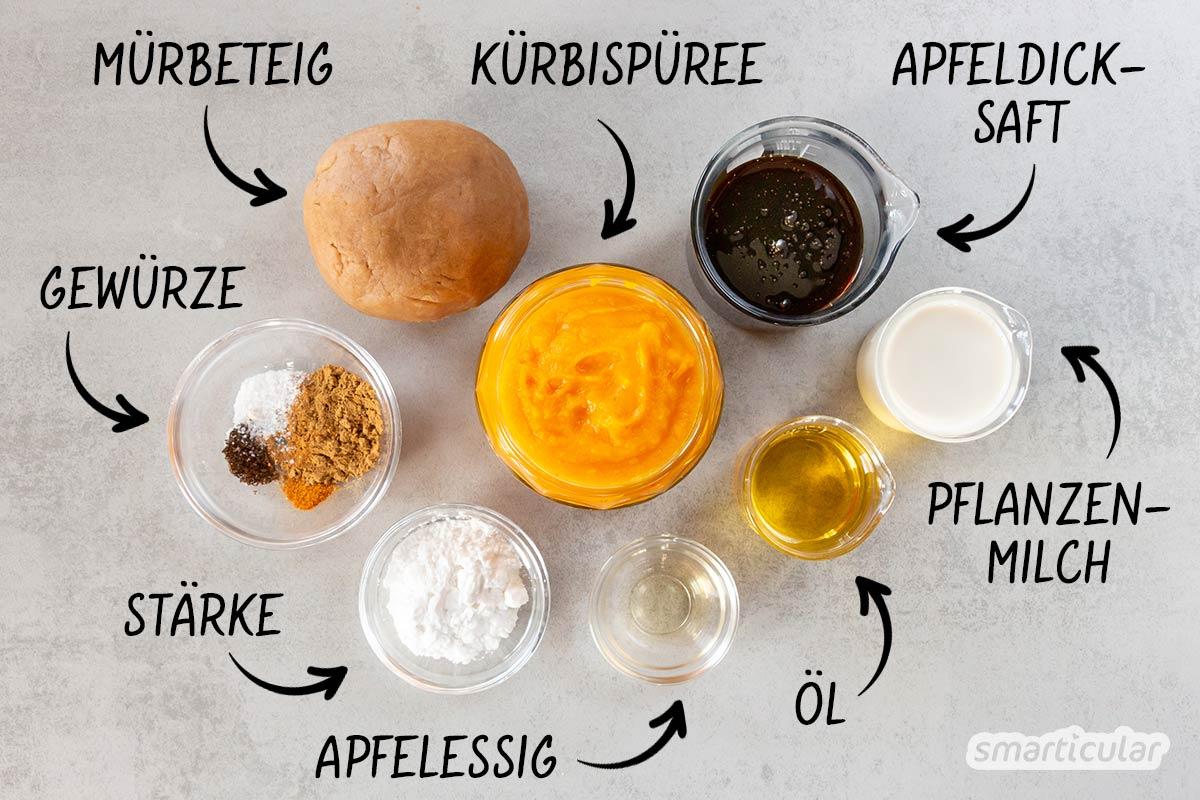 Ein Rezept für Kürbiskuchen kommt zur Kürbissaison wie gerufen! Neben Kürbissuppe und anderen Kürbisgerichten bietet dieser Klassiker eine gelungene Abwechslung.