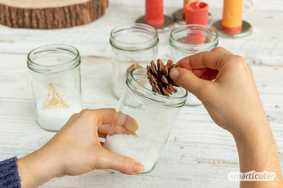 Mit dieser Upcyling-Idee stellst du deinen eigenen Adventskranz mit leeren Gläsern zusammen - statt üblicher Tannengrün-Kränze mit ausladenden Dekoelementen.