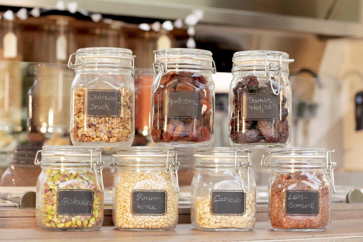 Immer mehr Unverpackt-Läden bieten ihre Produkte auf Wochenmärkten an oder liefern sie direkt nach Hause. Vielleicht auch in deiner Nähe!