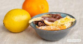 Anstatt die Schalen von Zitrusfrüchten wegzuwerfen, lassen sich zum Beispiel daraus kandierte Orangenschalen selber machen - als lang haltbare Süßigkeit!