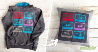 Ein löchriges oder zu klein gewordenes Lieblings-T-Shirt lässt sich noch verwerten, statt es zu entsorgen. Du kannst daraus ein Kissen nähen und so die Erinnerungen bewahren - optimal als Geschenk!