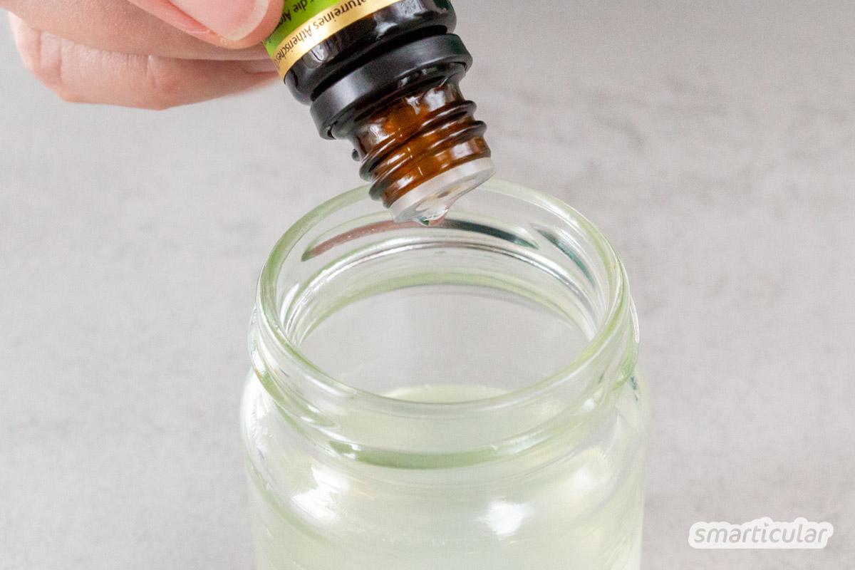 Eine Nasensalbe hilft, die wunde Schnupfennase gesund zu pflegen. Du kannst den Nasenbalsam mit ätherischen Ölen und heilsamen Fetten leicht selber machen.