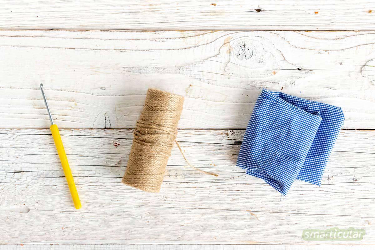 Einen Spülschwamm zu häkeln oder zu stricken, gelingt ganz leicht mit biologisch abbaubarer Paketschnur statt Plastik und dieser kostenlosen Anleitung!