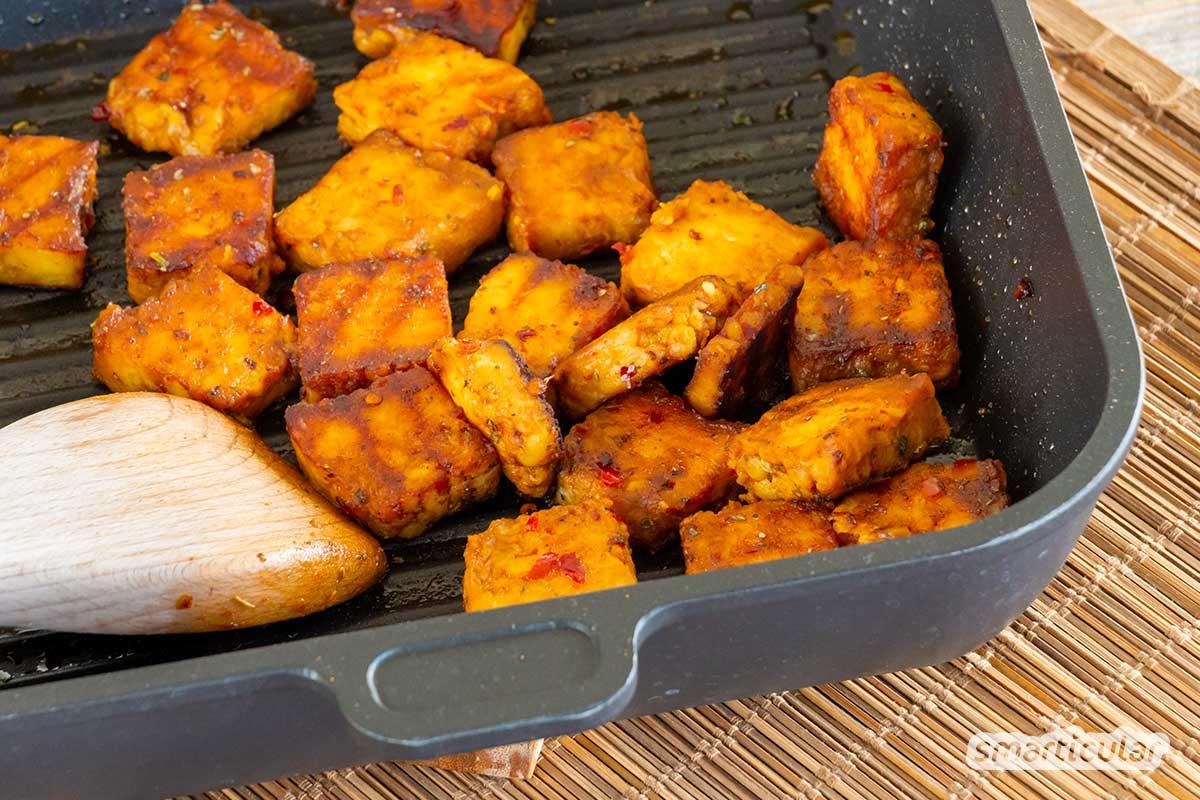 Tempeh selber zu machen, gelingt nicht nur mit Sojabohnen, sondern auch mit Schälerbsen, Lupinensamen, Kichererbsen, schwarzen Bohnen oder anderen Hülsenfrüchten.