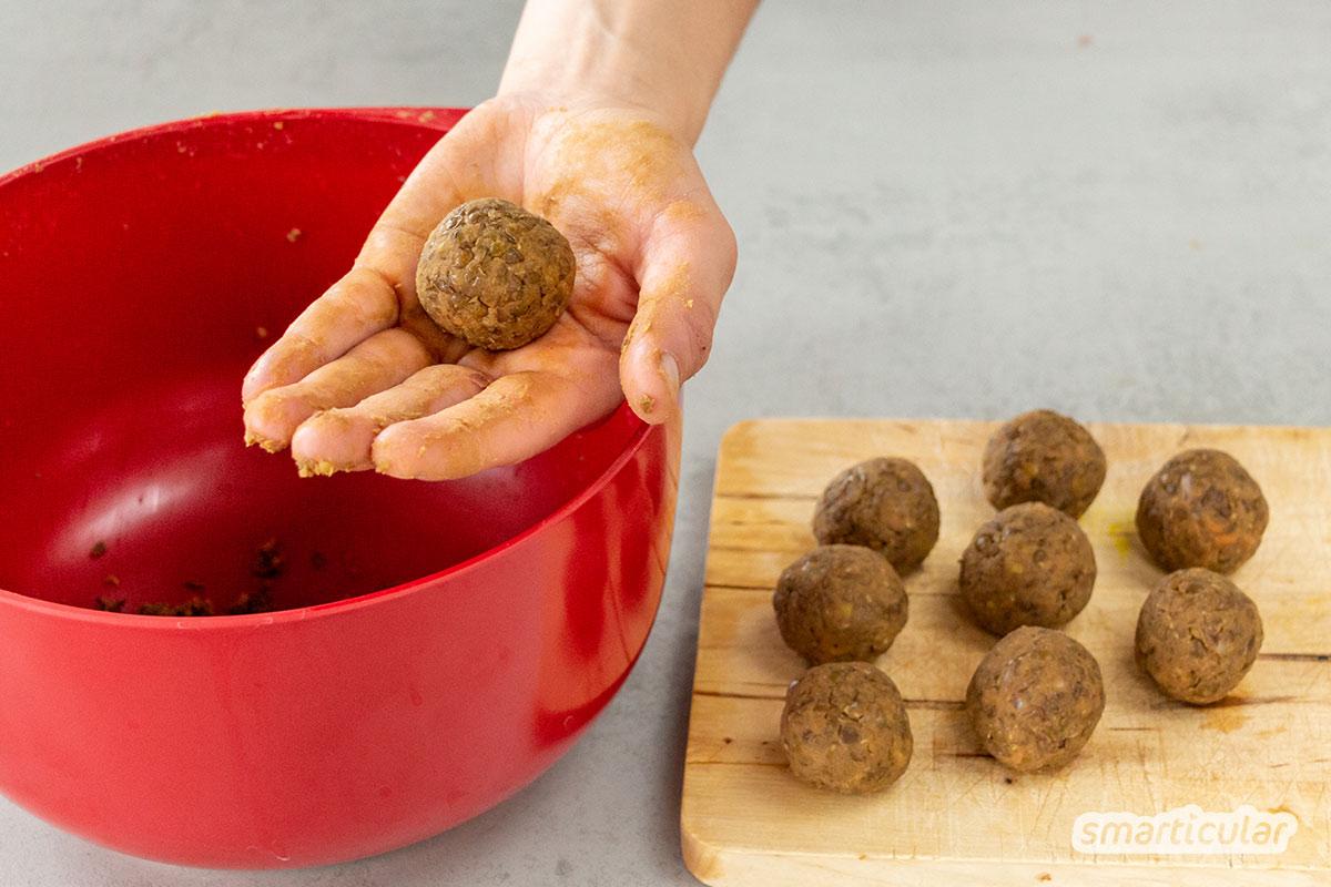 Vegane Hackbällchen aus Linsen lassen sich im Handumdrehen selber machen, ganz ohne Soja. Sie sind reich an Proteinen und schmecken besser als Fertigprodukte!