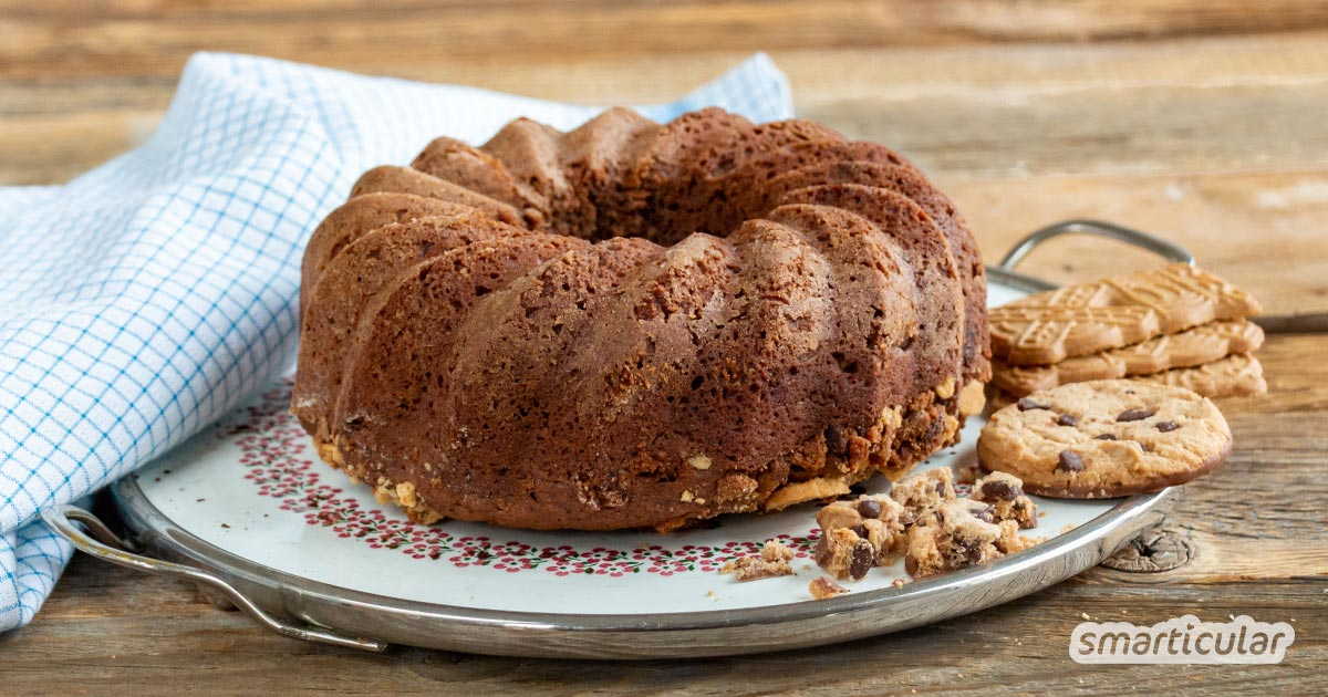 Mit einem Keksreste-Kuchen werden übrig gebliebene Weihnachtsplätzchen oder andere Kekse in einem Schwung zu einer frischen Süßspeise verwertet.