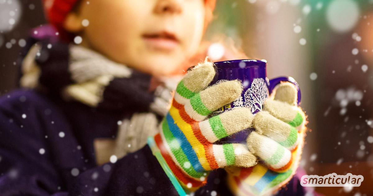 Damit auch die Kleinen an Weihnachten nicht verzichten müssen und mit anstoßen können, gibt es hier Ideen für einfache Kinderpunsch-Rezepte.