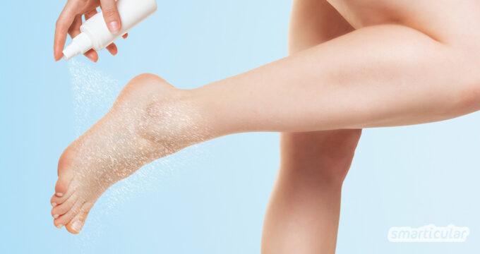 Fußpflege mit ätherischen Ölen lindert häufige Probleme und unterstützt stark beanspruchte Füße bei der Erholung. Der Duft der Öle trägt darüber hinaus zum allgemeinen Wohlbefinden bei.