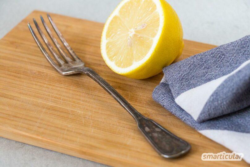 Ob Backform oder Schraube - Rost lässt sich einfach entfernen mit Hausmitteln. Statt spezieller Rostlöser helfen Essig und Co. genauso gut, den Belag zu beseitigen.