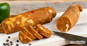 Vegane Chorizo ist eine beliebte Alternative zu den feurigen Würsten aus Spanien, die sich leicht selber machen lässt. Das spart Geld und Plastikmüll!