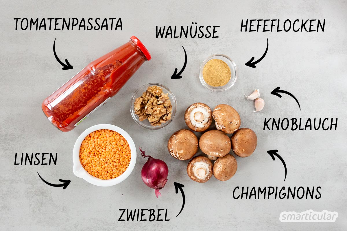 Wer glaubt, Lasagne gelingt nur mit Hackfleisch, kennt dieses Rezept für eine vegane Lasagne mit Linsen, Champignons und veganem Joghurt statt Béchamel noch nicht!