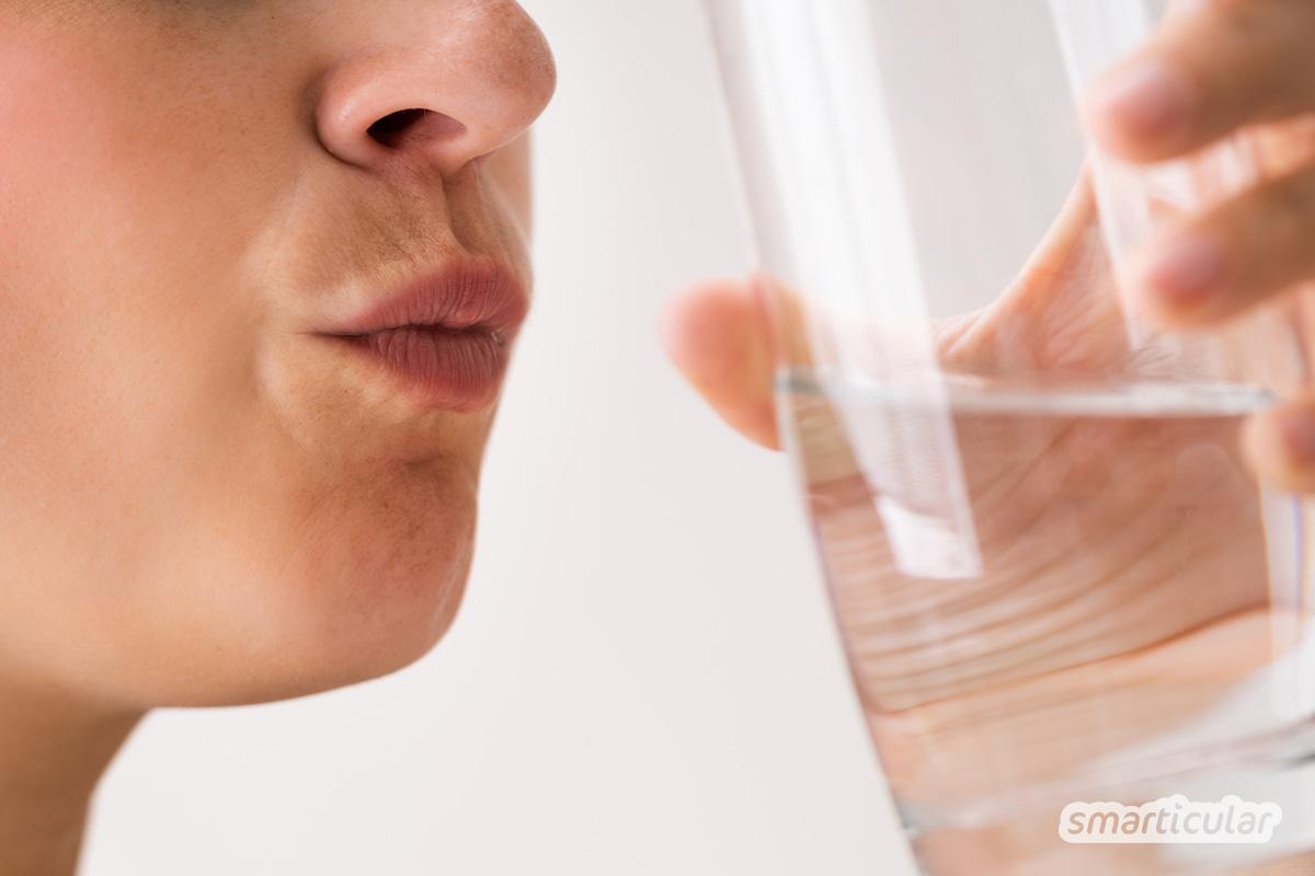 Eine desinfizierende Gurgellösung, die gegen Corona- und andere Viren sowie Bakterien wirkt, lässt sich mit Salz oder ätherischen Ölen selber machen.