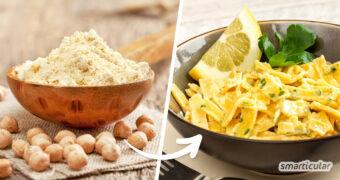 Kichererbsen-Nudeln sind besonders sättigend und sorgen für gesunde Abwechslung auf dem Teller. Die Kichererbsen-Pasta lässt sich einfach selber machen.