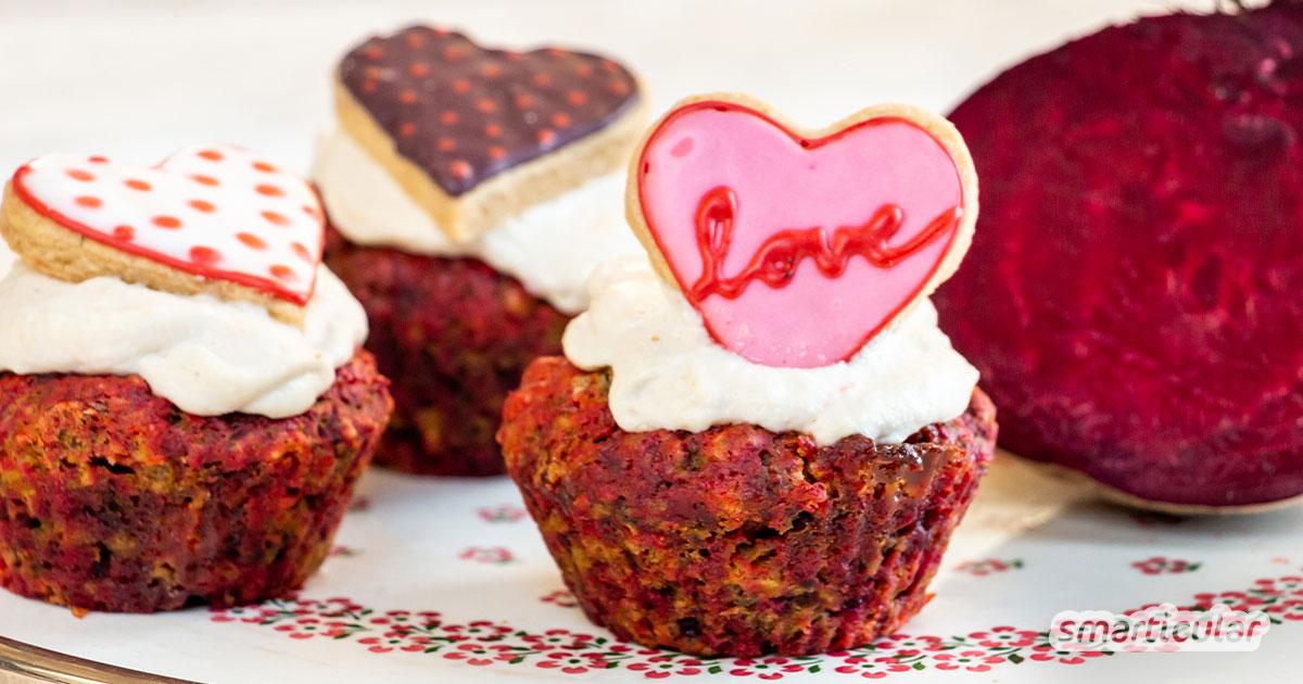 Vegane Rote-Beete-Muffins lassen sich ganz leicht zubereiten, indem du die rote Knolle im Backofen vorbackst. So gelingen saftige, regionale Muffins auch im Winter!