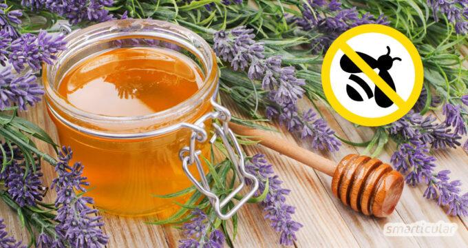 Wenn du auf Bienenhonig verzichten möchtest, dann probiere diese veganen Alternativen als Honig-Ersatz aus, um deinen Rezepten die richtige Süße zu verleihen!