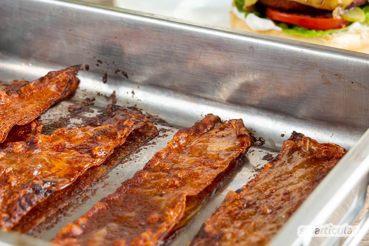 Eine pflanzliche Alternative zu Bacon lässt sich aus Reispapier zubereiten. Der vegane Speck schmeckt und sieht aus wie das Original!