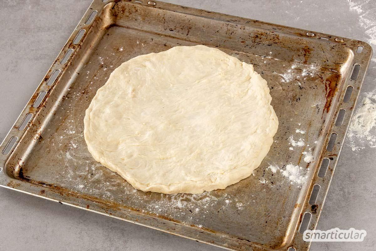 Als Grillbeilage oder als köstlich gefüllte Teigtasche: Ein Fladenbrot passt zu vielen Gelegenheiten. Mit diesem Fladenbrot-Rezept gelingt das luftige Gebäck garantiert.