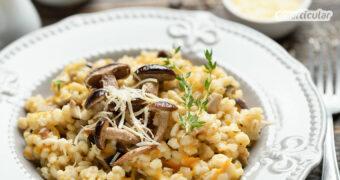 Graupenrisotto aus regionaler Gerste schmeckt köstlich und lässt sich vielseitig abwandeln. Auch vegan schmeckt das Risotto natürlich richtig lecker!