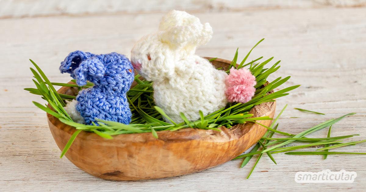 Fürs Osternest einen süßen kleinen Osterhasen zu häkeln, ist gar nicht schwer. Aus einem einfachen Quadrat gelingt das putzige Häschen im Nu.
