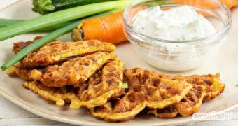 Herzhafte Waffeln sind die perfekte Gelegenheit, Gemüsereste zu verwerten oder Gemüsemuffeln das eine oder andere Grünzeug schmackhaft zu machen.