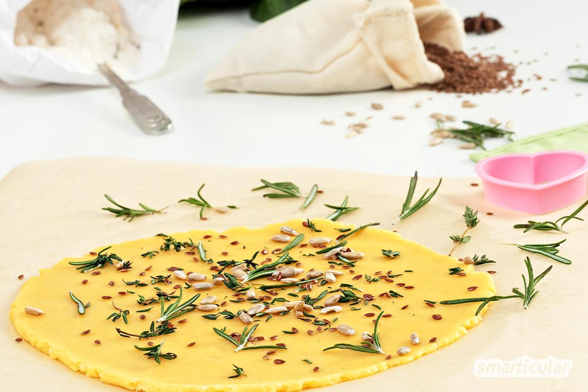 Kräuterkekse sind würzig-süße Leckereien, die sich je nach Jahreszeit mit saisonalen Kräutern aromatisieren lassen. Ein einfaches Backrezept findest du hier.