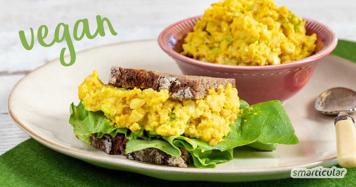 Für einen veganen Eiersalat braucht es keinerlei tierische Zutaten, und er schmeckt dank des Schwefelsalzes Kala Namak auch täuschend echt nach Ei.