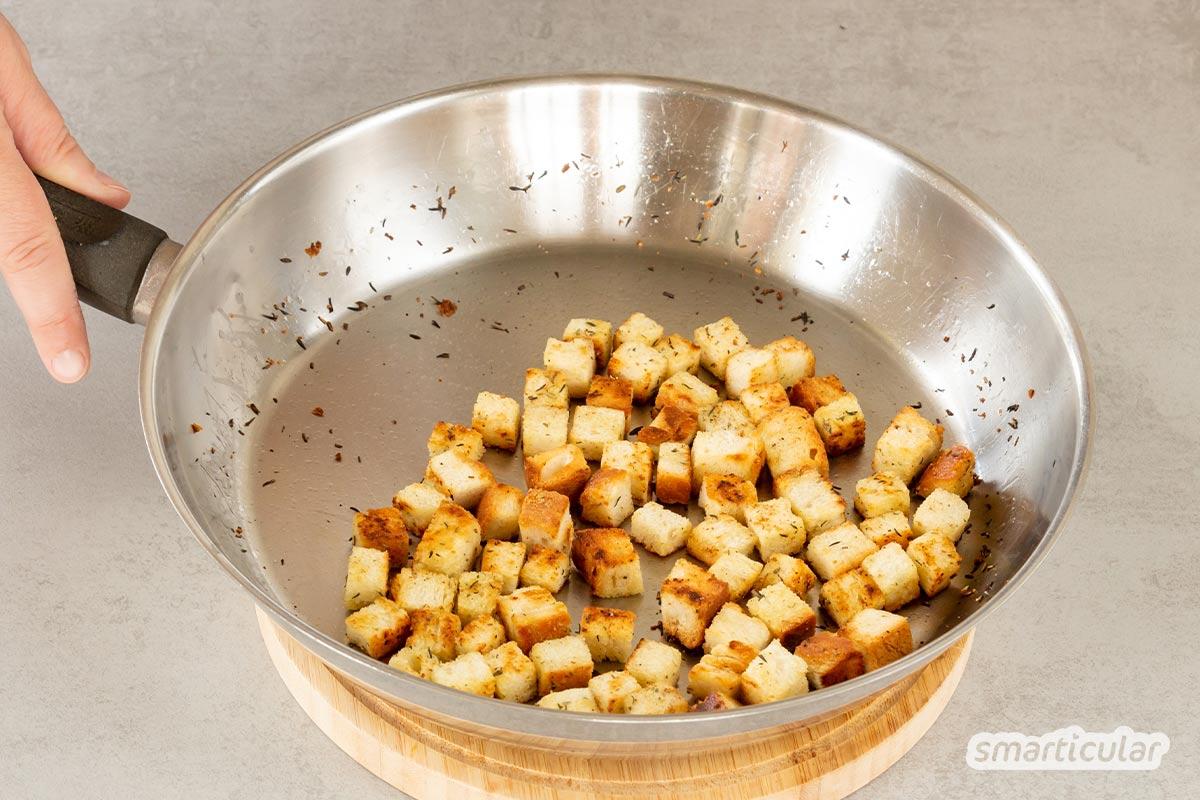 Altbackenes Brot ist viel zu schade für die Tonne! Nutze es doch stattdessen, um köstliche Croûtons selber zu machen - einfach und gelingsicher.