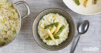 Dieses Rezept für Spargelrisotto ist nicht nur zur Verwertung von Spargelresten eine gute Idee. Der Spargelgeschmack verbindet sich perfekt mit dem cremigen Reisgericht.