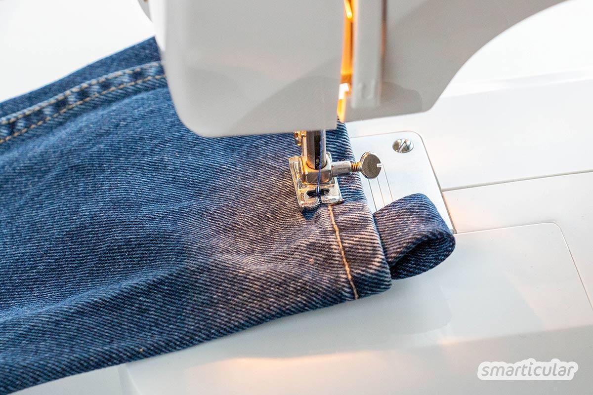 Eine Yogatasche, die praktisch ist für den Transport einer Iso- oder Yogamatte, lässt sich mit wenigen Handgriffen aus einem Jeans-Hosenbein selber nähen.
