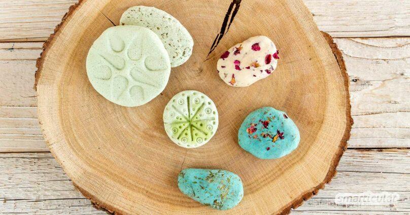 Duftsteine aus Salzteig lassen sich wunderbar mit Kräutern verzieren. So kannst du individuelle Aromasteine selber machen.