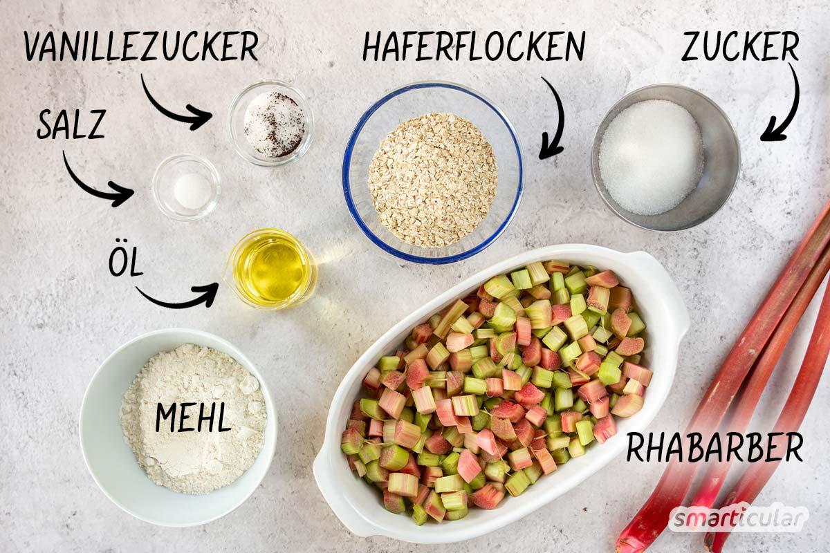 Genieße das saisonale Stangengemüse mit einem Rhabarber-Crumble mal anders! Süß-saures Fruchtmus und knackige Streusel harmonieren in diesem Rezept perfekt.