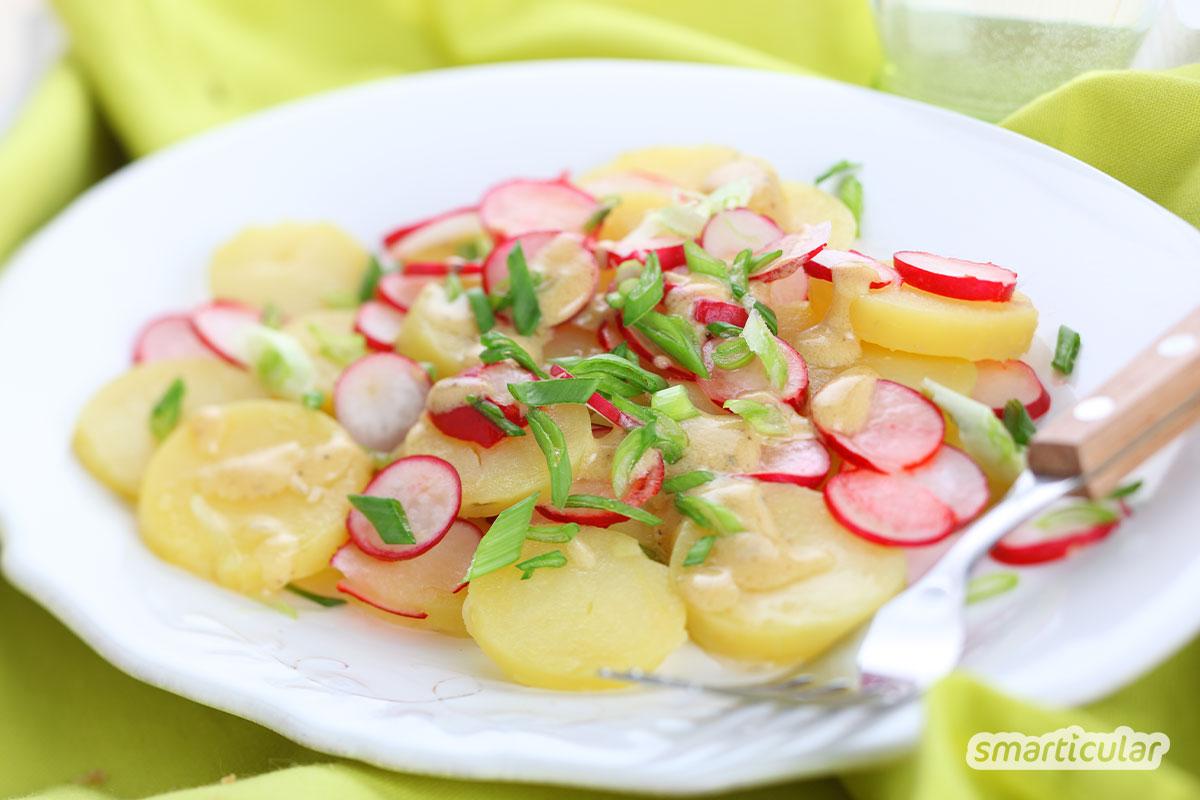 Sommersalate sorgen an heißen Tagen für einen erfrischenden Genuss auf dem Teller. Hier findest du drei leichte Salatrezepte als Hauptmahlzeit oder Beilage.