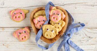 Glücksschweinchen zu backen, ist eine süße Idee, jemandem Glück zu wünschen. Mit diesem Rezept sind die essbaren Glücksbringer einfach gemacht.