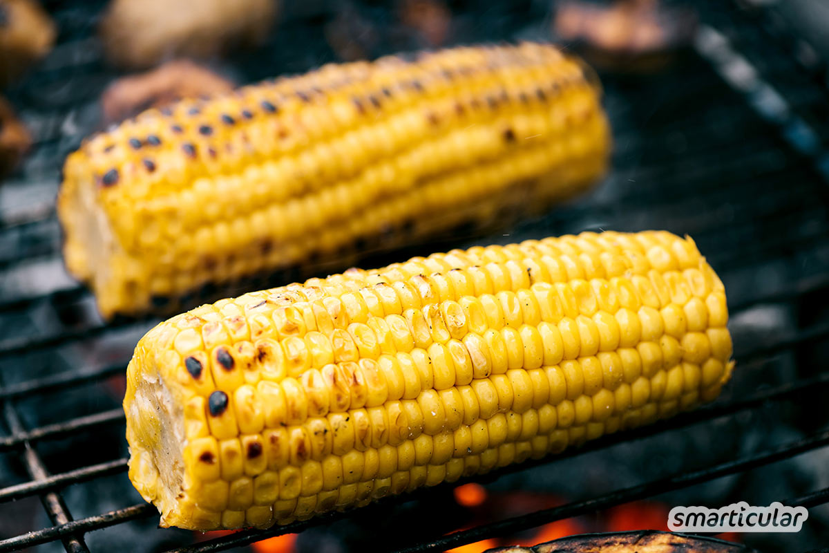 Maiskolben zu grillen, ist einfach! Eine echte Köstlichkeit wird der Grillmais aber erst durch die richtige Marinade mit frischen Kräutern und Gewürzen.
