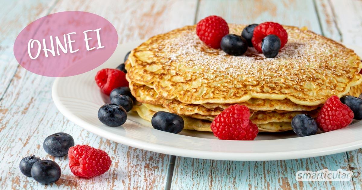 Pfannkuchen ohne Ei werden mit einfachen Zutaten außen knusprig und innen saftig. Hier findest du ein Rezept mit Zutaten, die du bestimmt zu Hause hast.